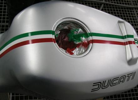 réservoir de moto ducati     perot